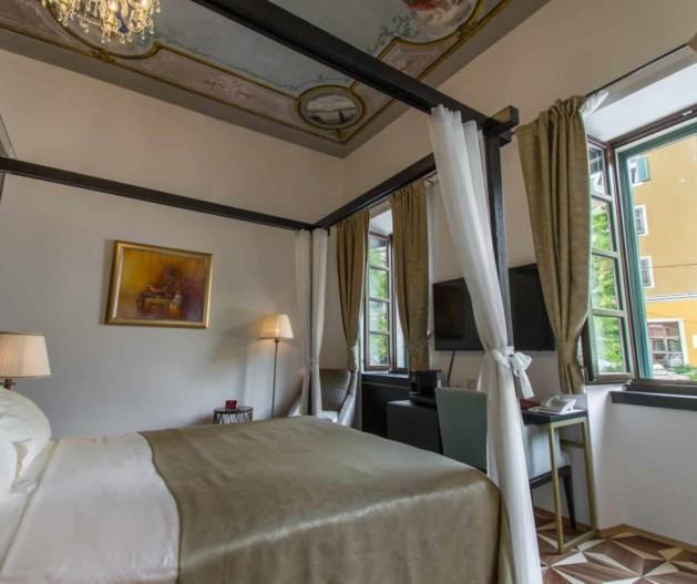Historical Room with baldachin bed in King Kresimir Heritage Hotel Šibenik