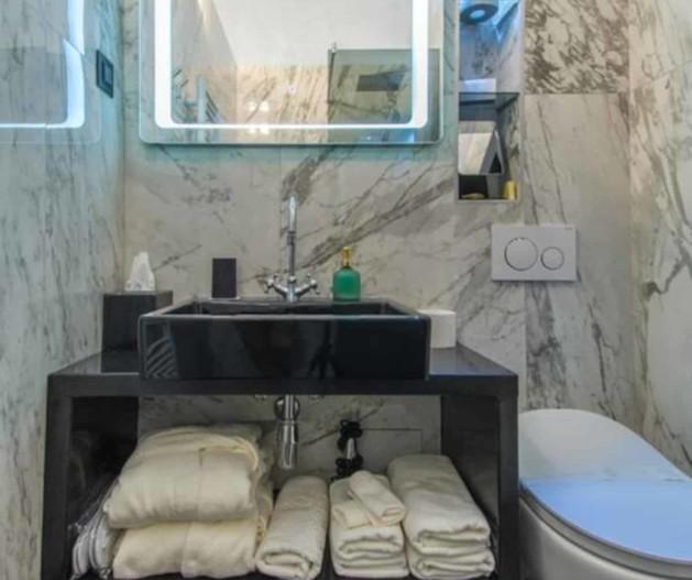 White towels beneath black sink in marble bathroom, Standard room King Krešimir Heritage Hotel, Šibenik
